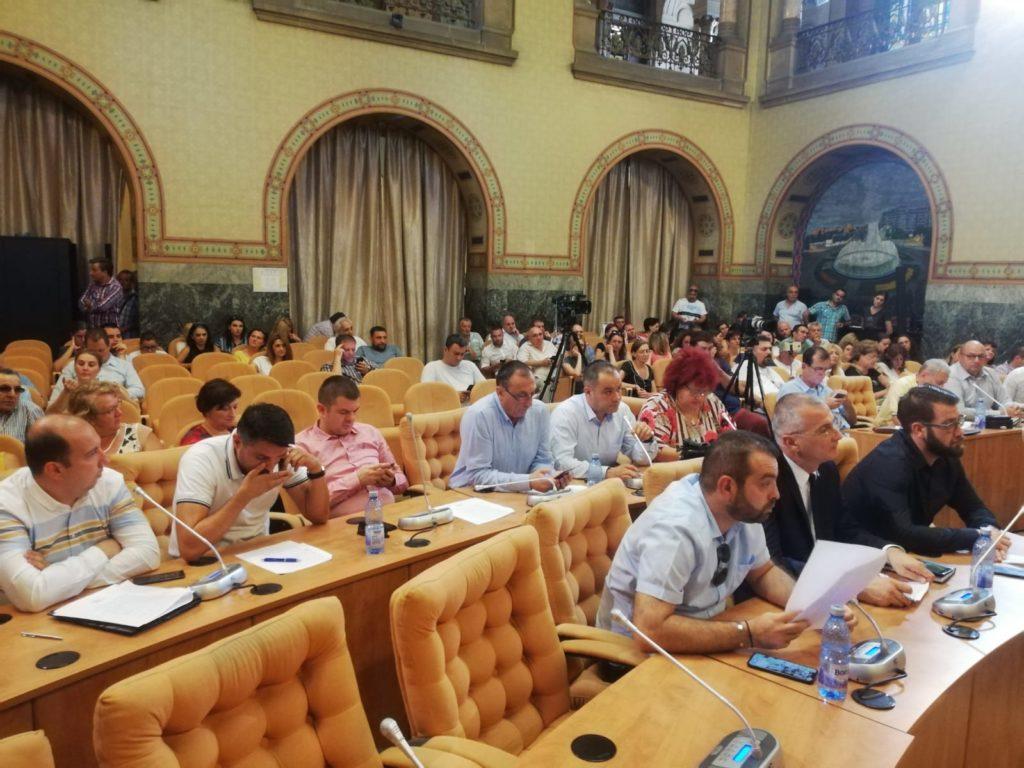 Şedinţa de joi a Consiliului Local Craiova a fost încinsă, în care contrele între executiv şi opoziţie au fost la ordinea zilei