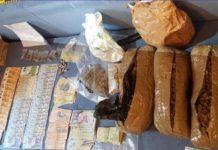 În urma percheziţiilor, anchetatorii au ridicat aproape două kilograme de canabis