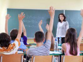 Liviu Pop a anunțat că vrea ca școala să înceapă în a treia săptămână din luna septembrie