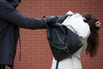 Rata deceselor cauzate de violență scade în UE. România este pe locul al patrulea