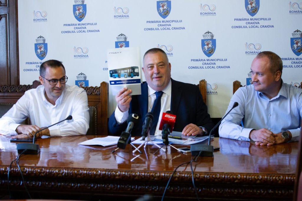Primarul Mihail Genoiu, prezentând cum vor arăta autobuzele Diesel Euro 6 produse de BMC