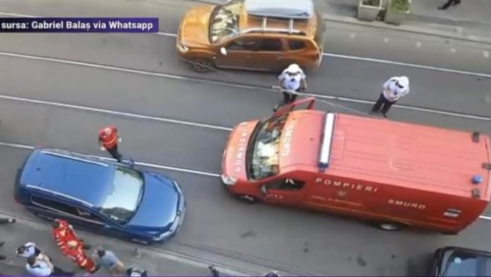 Foto: Digi24 - Un bărbat și-a lăsat copilul închis în mașină, la 40 de grade