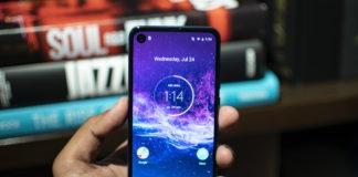 Motorola lansează smartpohne-ul One Action