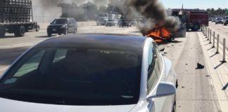 Tesla Model 3 a luat foc la Moscova, după ce a lovit un camion
