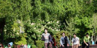 Doi copii, ameninţaţi cu cuțitul de un bărbat într-un parc din București