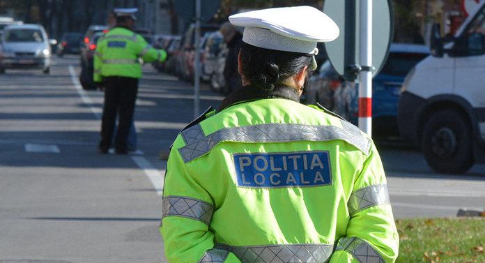 Un bărbat urmărit de poliţie în trafic a accidentat o altă maşină