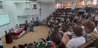 Sute de profesori au participat joi la şedinţa publică de repartizare a posturilor didactice