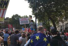 Mii de persoane protestează în mai multe oraşe din Marea Britanie faţă de decizia prim-ministrului Boris Johnson de a suspenda Parlamentul, facilitând astfel producerea Brexit