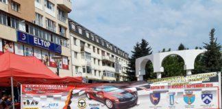 Două dintre mașinile de la raliu au fost expuse în centrul municipiului Târgu Jiu