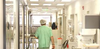 Un bărbat a murit în faţa spitalului