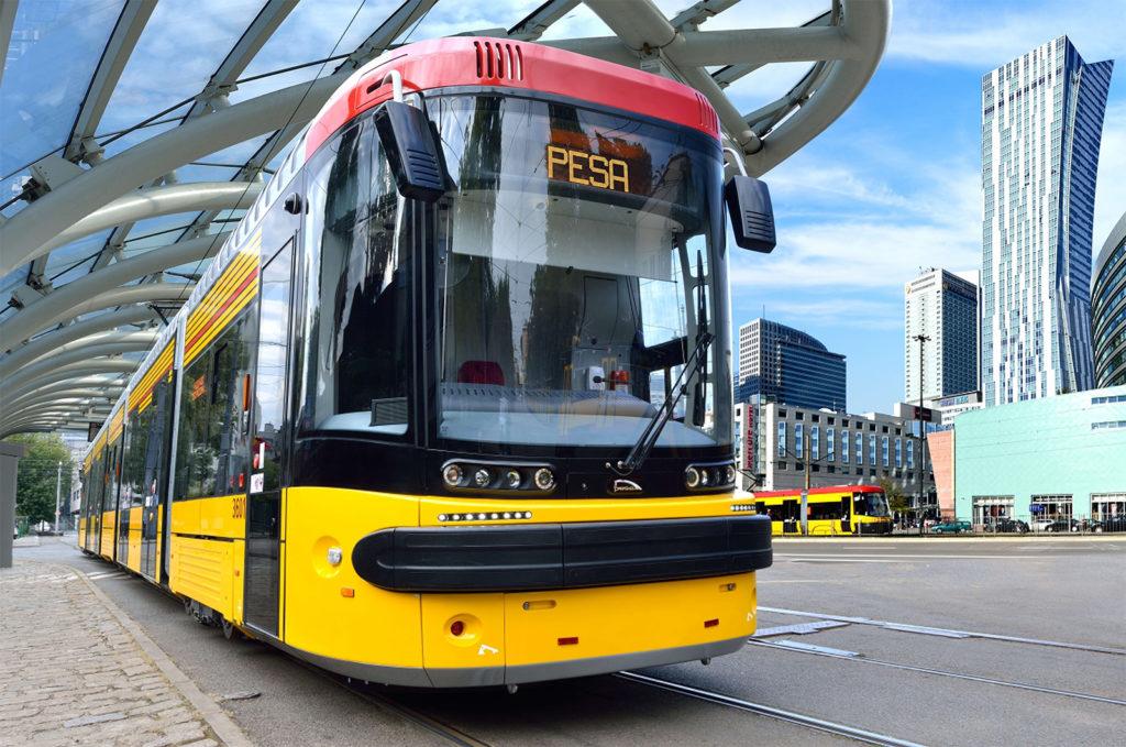 Aşa arată un tramvai produs de firma poloneză Pojazdy Szynowe Pesa. Foto: www.pesa.pl
