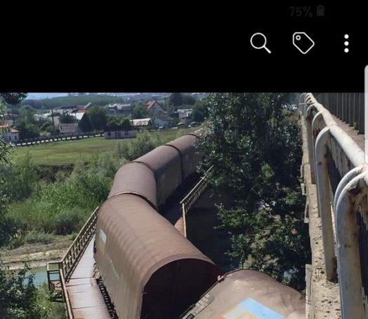 Un tren de marfă a deraiat în judeţul Suceava