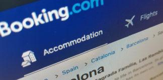 Booking.com induce turiștii în eroare
