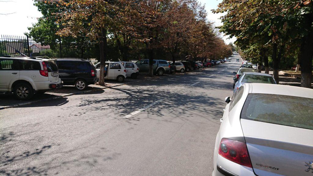 Trotuare ocupate de maşini