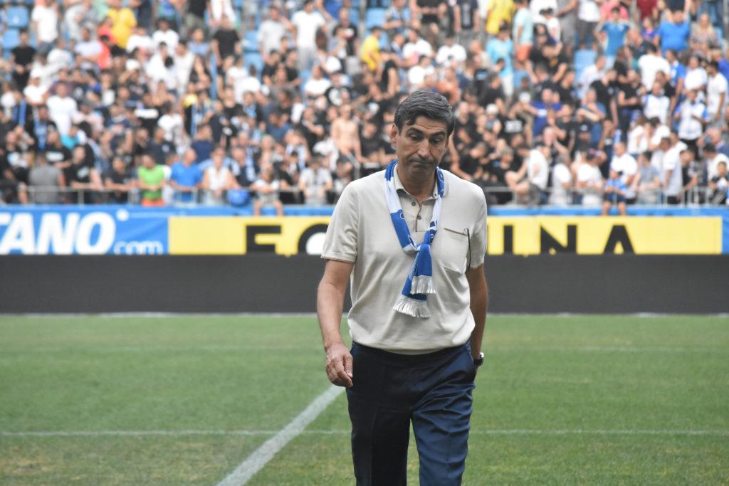 Victor Piţurcă cere gazon de calitate pe stadionul din Craiova. Foto: Alexandru Vîrtosu