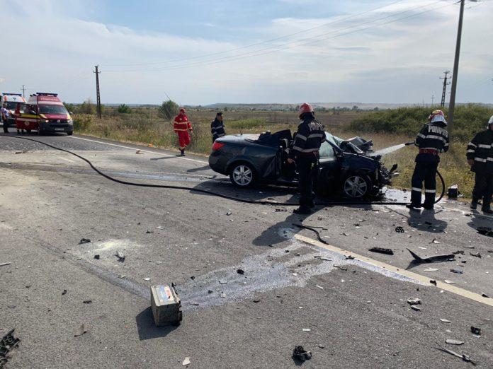 Trei persoane au fost rănite în urma accidentului provocat de şoferul unei autoutilitare.