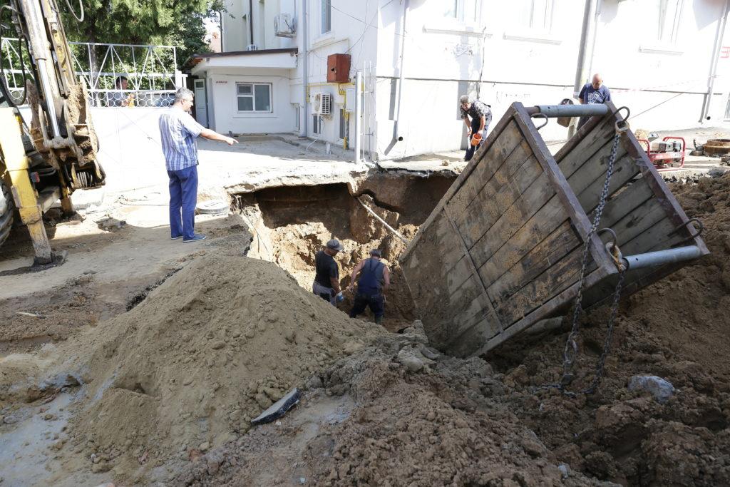 CAO lucrează deja de două zile la o avarie de proporţii produsă pe strada Mihai Eminescu