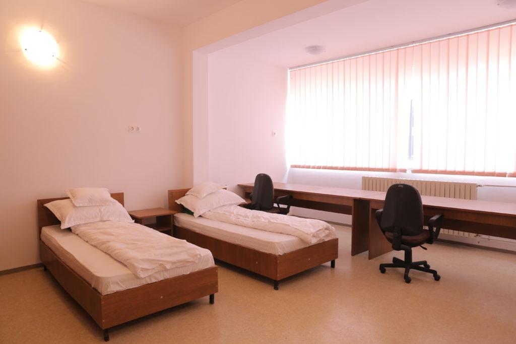Aşa arată o cameră de cămin în campusul şcolar din Bechet