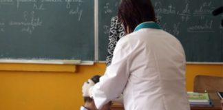 Sute de elevi au fost găsiţi cu diverse probleme la triajul epidemiologic