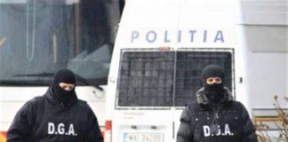 Percheziţii la angajaţii RAR și polițiști acuzați de corupție