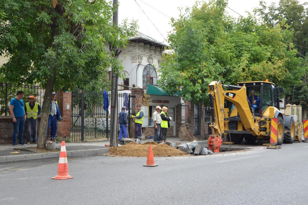 Firmele care repară străzile după intervenţia unui furnizor de utilităţi au intrat în colimatorul Primăriei Craiova