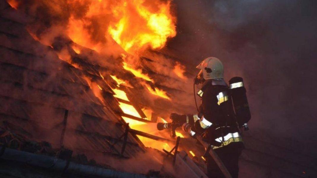 Depozit de furaje, incendiat la Licurici