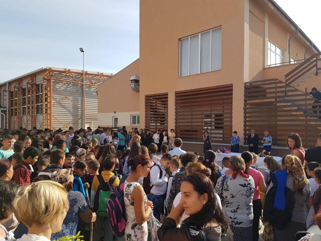Elevii din Bechet învaţă în condiţii europene