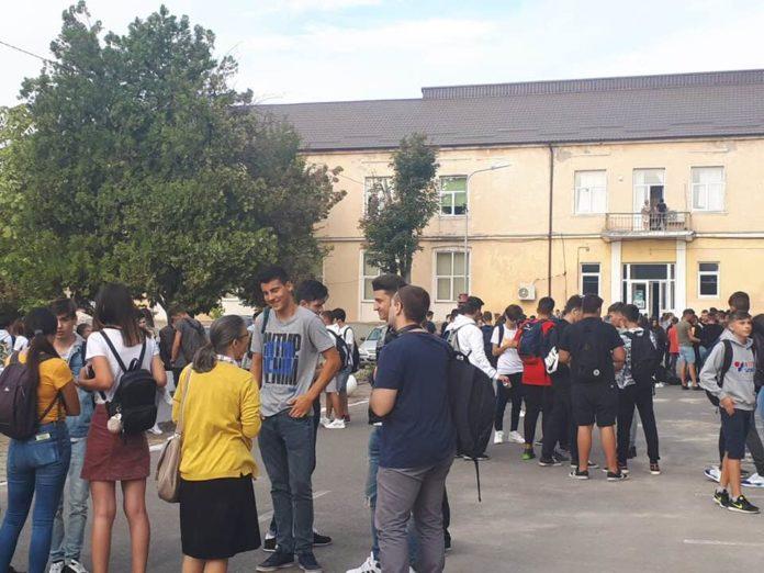 """Joi a fost a treia zi de proteste a elevilor şi profesorilor de la Colegiul """"Ştefan Odobleja"""" din Craiova"""