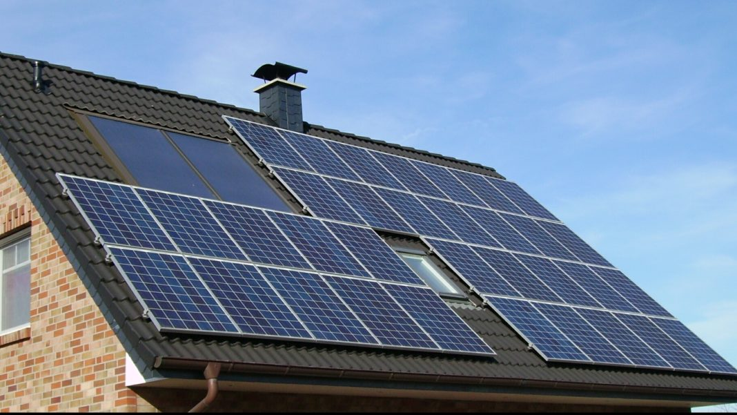 """Casa Verde"", noul program destinat panourilor fotovoltaice"