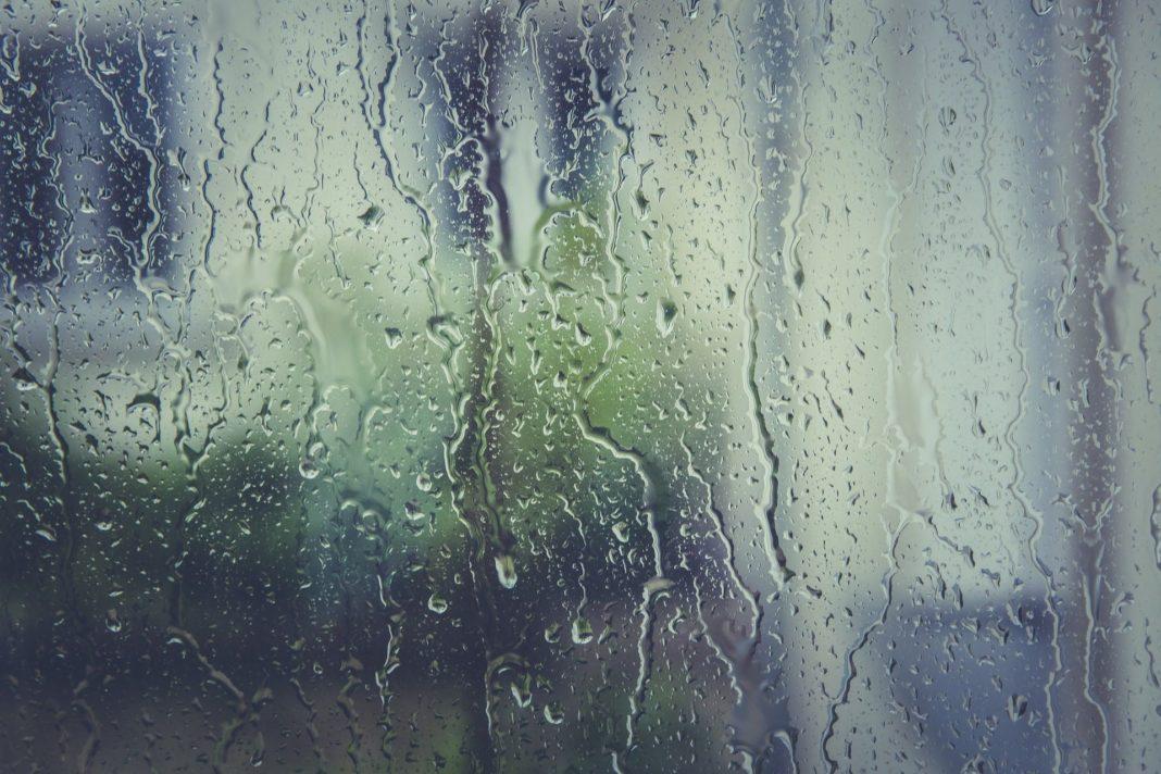 Ploile violente pun stăpânire pe întreaga tară