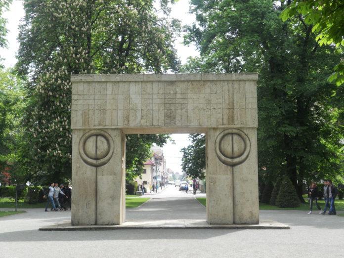 Poarta Sărutului, locul de start al competiției