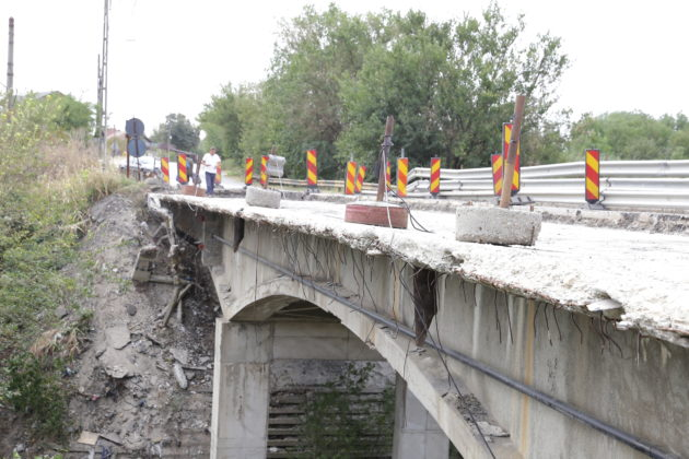 Imagine a degradării la podul de la Malu Mare