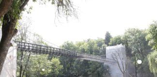"""Podul suspendat din Parcul """"Romanescu"""", lucrări de reabilitare"""