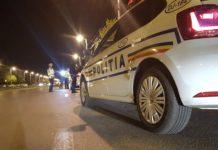 Inculpatul a fost acuzat că a sărit pe capota autospecialei de poliție, dar şi că a lovit un poliţist.