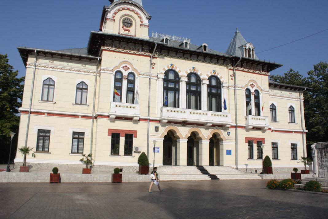 Palatul Administrativ găzduieşte mai multe servicii publice