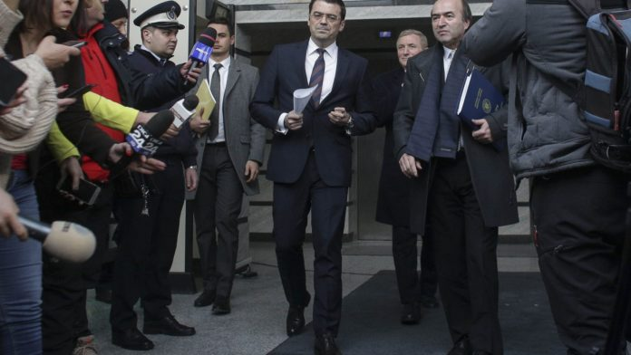 """Pressone: După 596 zile de blocaj, Universitatea """"Al. I. Cuza"""" emite un verdict în cazul plagiatului Olaru/Toader"""