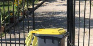 Cetăţenii au primit saci galbeni