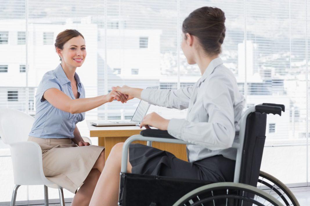 Persoanele cu dizabilităţi vor primi vouchere pentru achiziţia de echipamente moderne