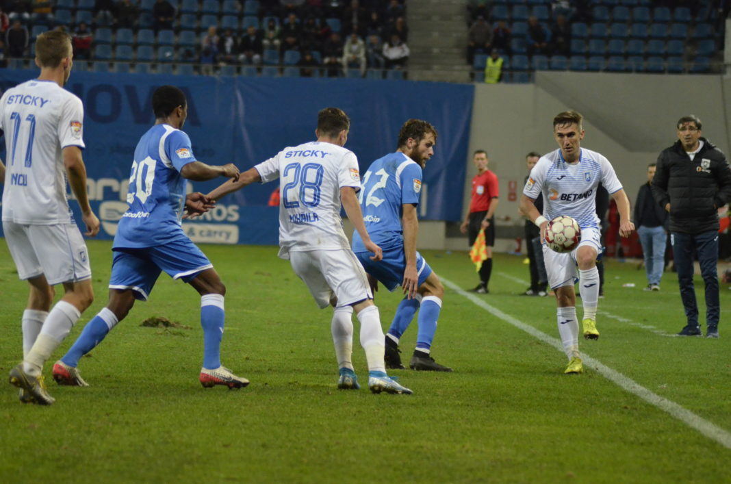 Bogdan Vătăjelu (la minge) şi colegii săi nu au voie să rateze victoria pe terenul penultimei clasate (Foto: Alex Vîrtosu)