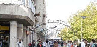 În centrul Craiovei a început montarea iluminatului festiv de Sărbători
