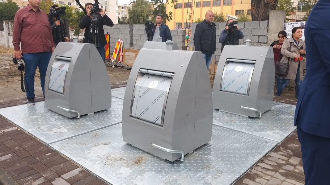 Craiova/ Primele containere îngropate au fost montate în 1 Mai