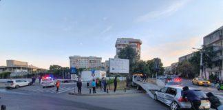 Impact între două mașini pe Calea București