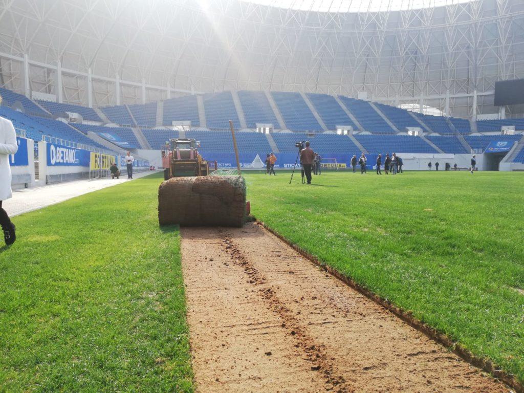 """A fost scoasă prima brazdă de gazon de la stadionul """"Ion Oblemenco"""""""
