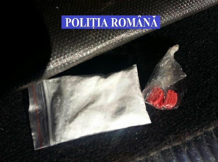 Anchetatorii au reţinut că bărbatul a comandat în mai multe rânduri amfetamină şi cocaină pe reţeaua Darknet