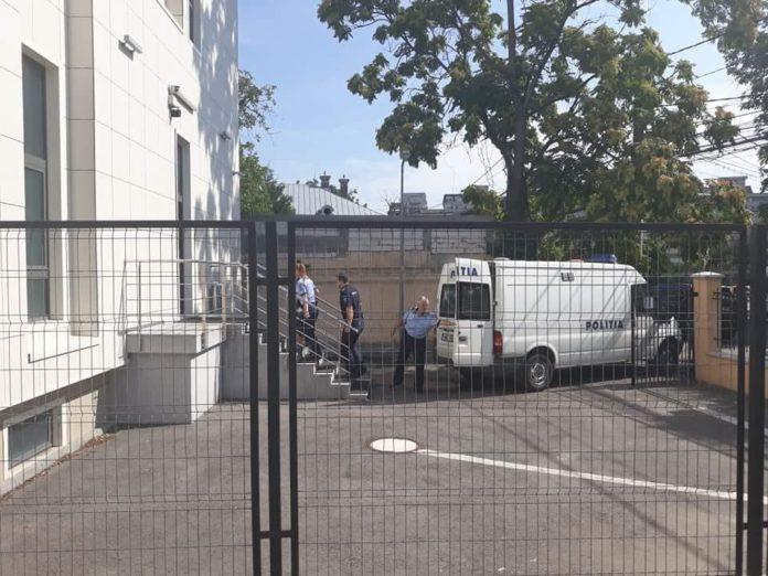 Inculpatul a fost dus la Tribunalul Dolj cu propunere de arestare preventivă.