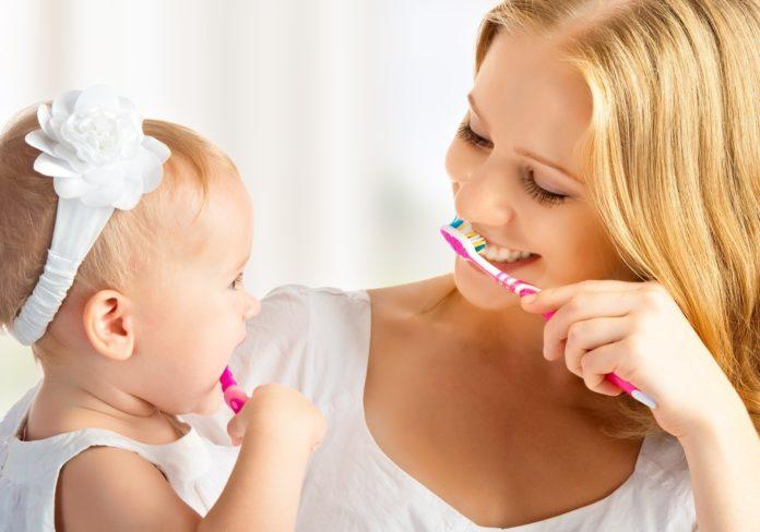 Cum îngrijim dinţii copiilor