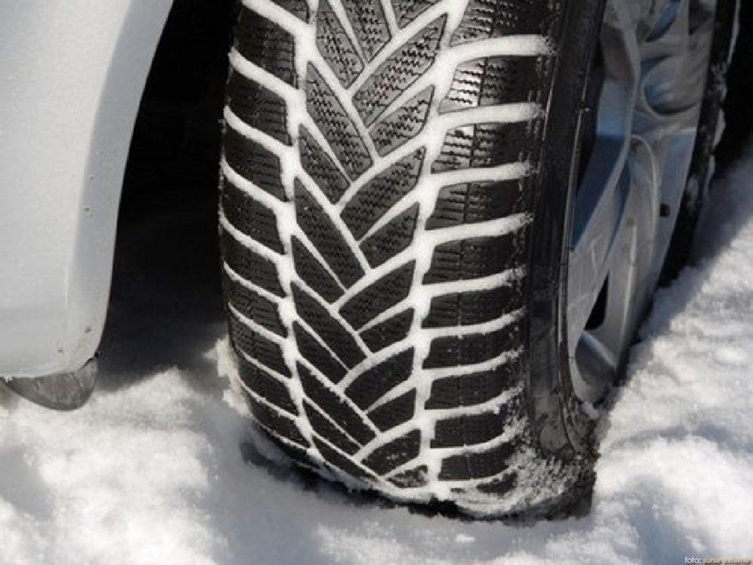 Cum se circulă în condiții de iarnă. Polițiștii doljeni vin cu o serie de recomandări pentru șoferi, în condițiile în care vremea rea bate la ușă