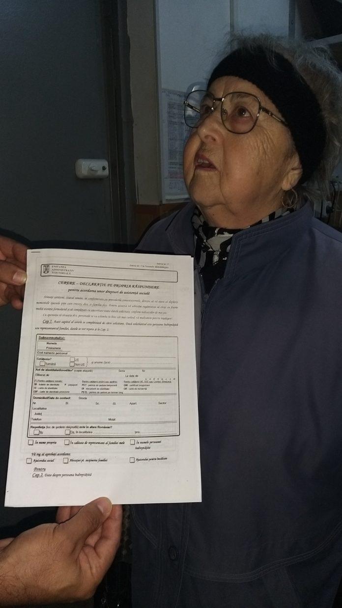 Locatarii de la bloc au început să-şi ridice formularele pentru ajutorul de căldură
