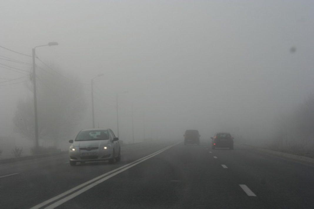 Ceaţa îngreunează traficul rutier pe mai multe drumuri din ţară