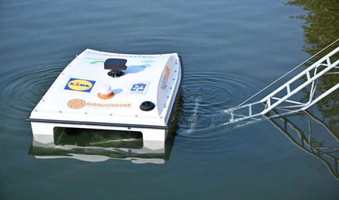 Drona Waste Shark pot curăţa apele din România